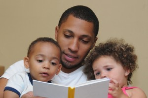 dad and kids reading_SM