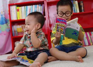 toddlers-reading-books-blog